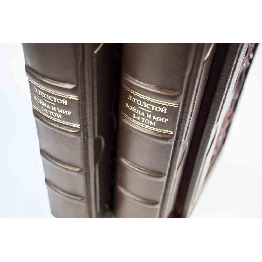 Война и мир-подарочное издание в 2 томах в кожаном футляре.