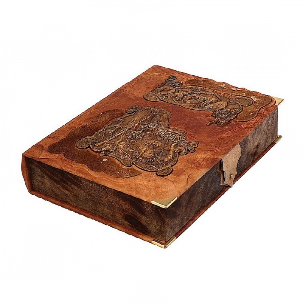 Охота в подарочном коробе с деревянными вставками.